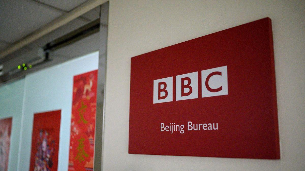 Čína versus BBC. Zrušte zákaz vysílání, vyzvala zemi EU