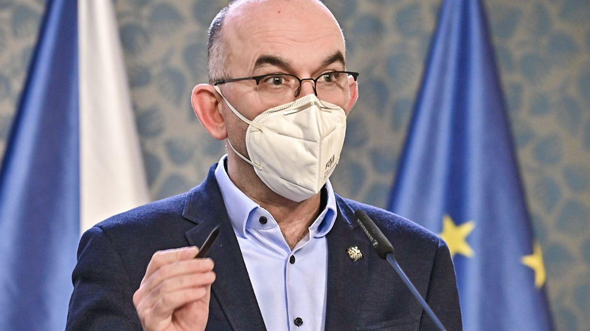 Potvrzeno: Ministr Blatný upustil od plánu sledovat nakažené