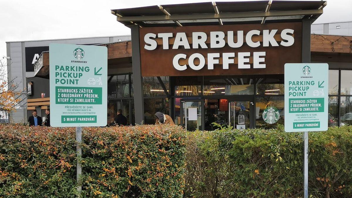 Covid kosí kavárny. Vboji ozákazníky zkoušejí nové služby