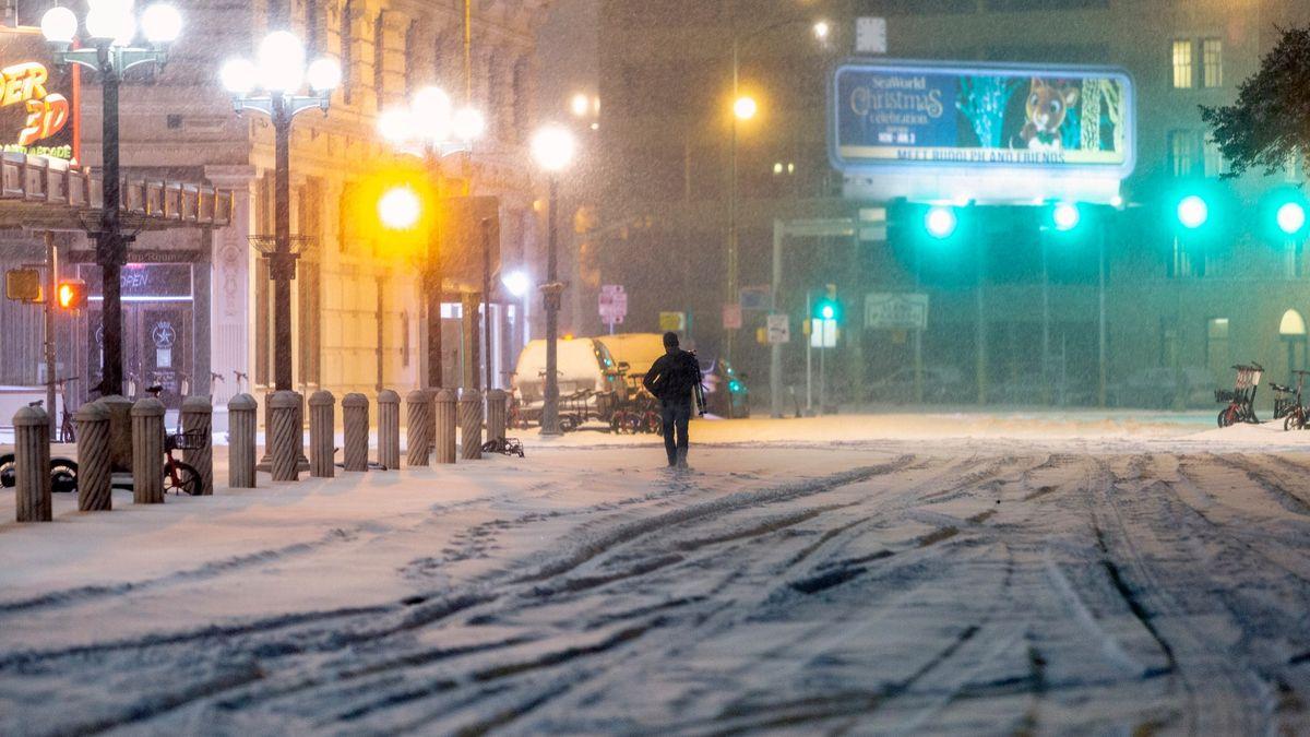Vládní sníh a falešná obloha: Fámy padají znebe
