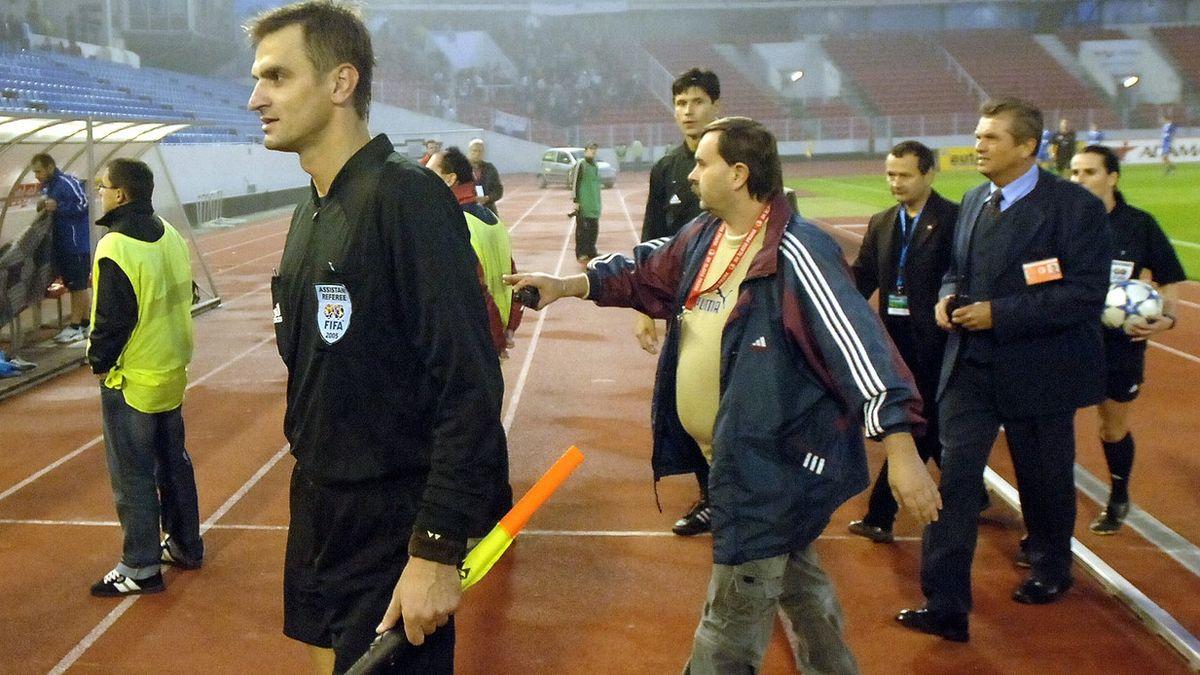 Pohřbíval český fotbal zaživa, říká oBerbrovi sudí, který se sním soudil