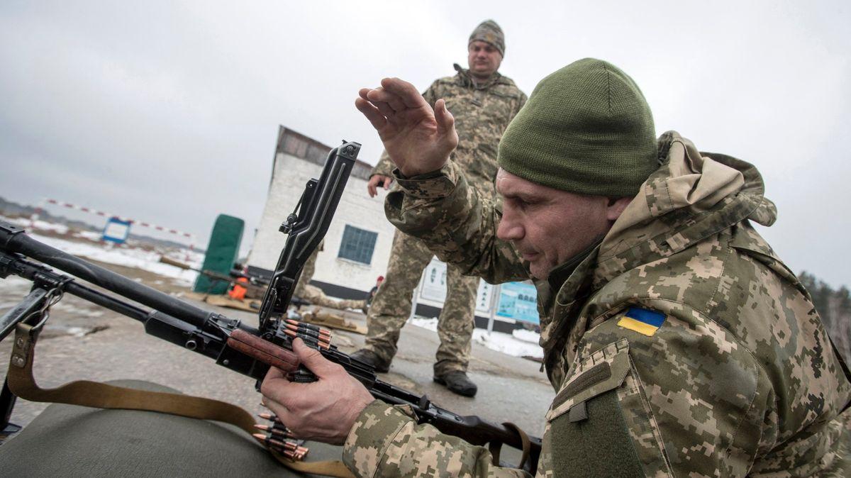 Hrozí ruská invaze na Ukrajinu? Moskva shromažďuje jednotky uhranic