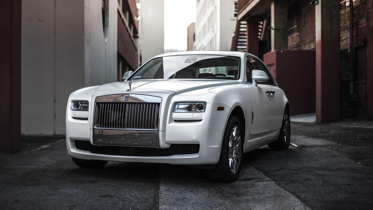 Luxusní auta se iza covidu prodávají rekordně. Bohatí se prý nudí
