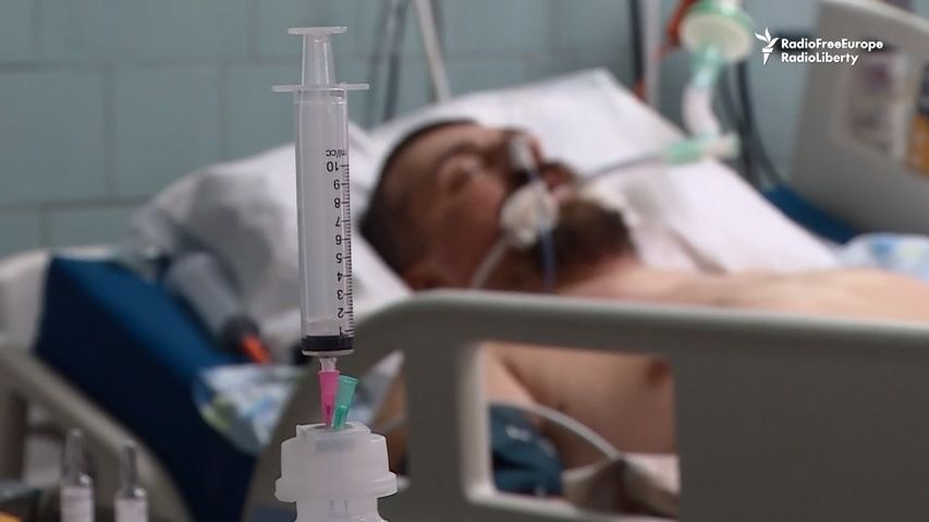 Vypadá to tu jako vpolní nemocnici, líčí boj scovidem zdravotnice