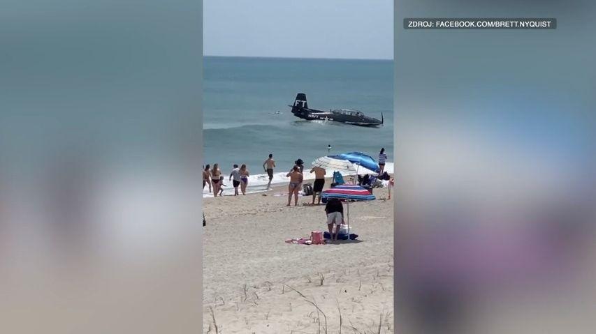 Video: Letadlo zdruhé světové války nouzově přistálo na pláži plné turistů