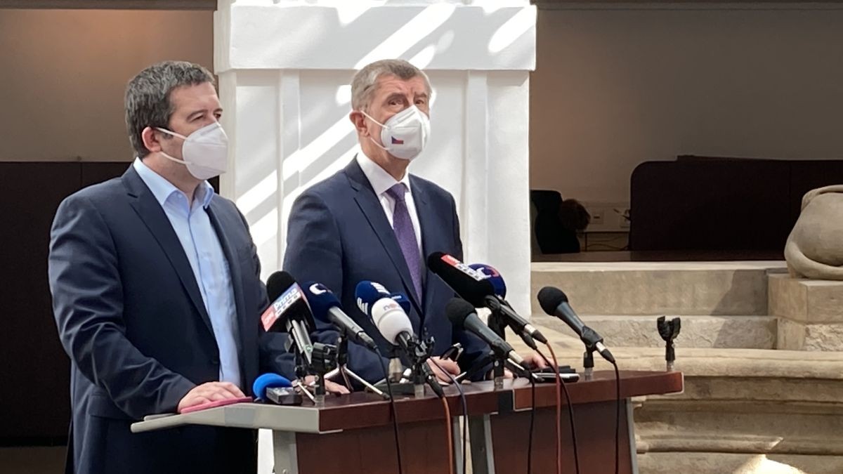 Plán na středu: Jmenovat nového ministra a pokračovat včistce ambasády