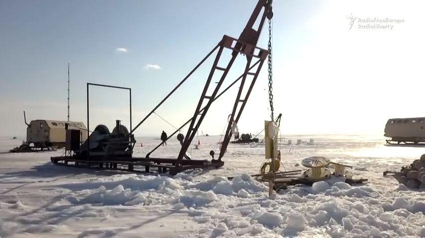 Pod hladinu Bajkalu byl spuštěn teleskop, má pomoci odkrýt záhady vesmíru