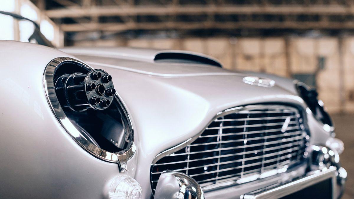 Bondův Aston DB5 vdětské verzi má ikulomety a je dražší než Tesla