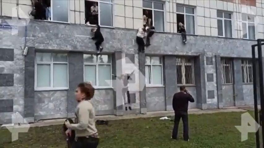 """""""Hrůzné neštěstí"""". Zeman kondoloval Putinovi kvůli střelbě vPermu"""