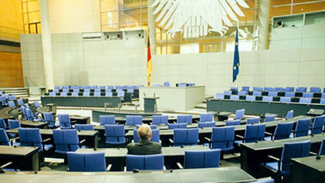 Cimrman německého parlamentu. Poslancem je už 42let, ale nikdo ho neviděl
