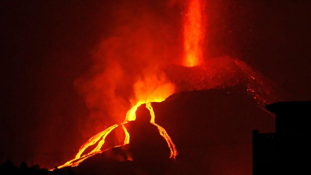 Sopka pustoší La Palmu už měsíc a stále neslábne. Nikdo neví, kdy to skončí