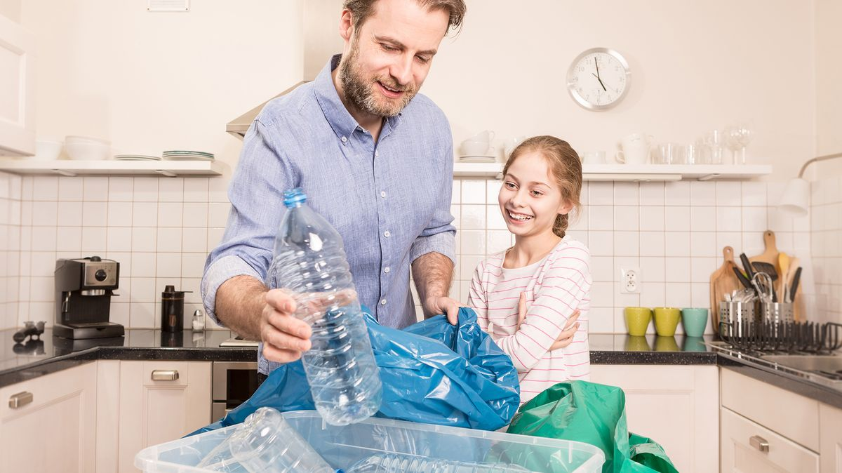 Jste vkaranténě či nakažení? Nesmíte třídit odpadky! Házejte je do směsi, roušky zabalte do sáčku