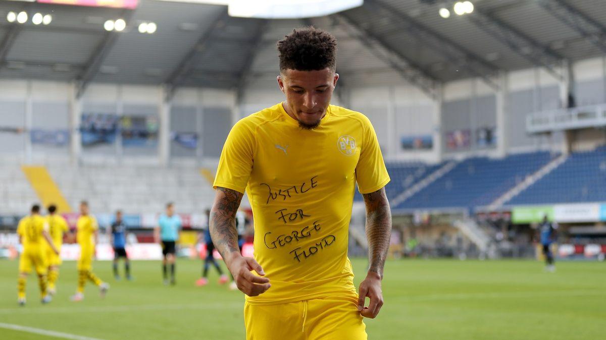 Spravedlnost pro George Floyda, vyzval fotbalista a dostal žlutou kartu
