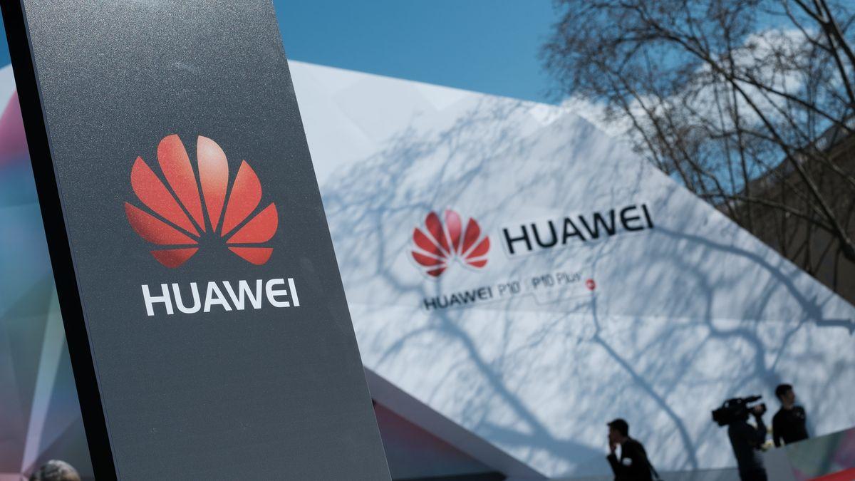 Huawei přelstil Trumpa. Nasyslil tolik čipů, že mu dojdou až za rok