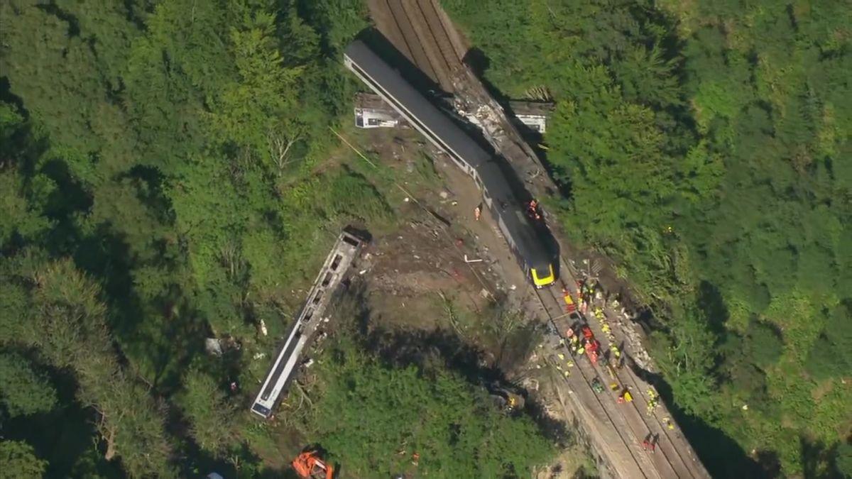Video ze Skotska, kde vykolejil vlak. Jde onejhorší nehodu za 13let