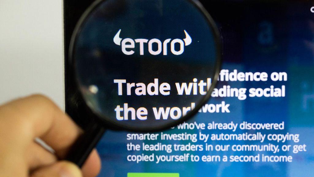 Miliony investorů přes ni investují. Teď aplikace eToro sama míří na burzu