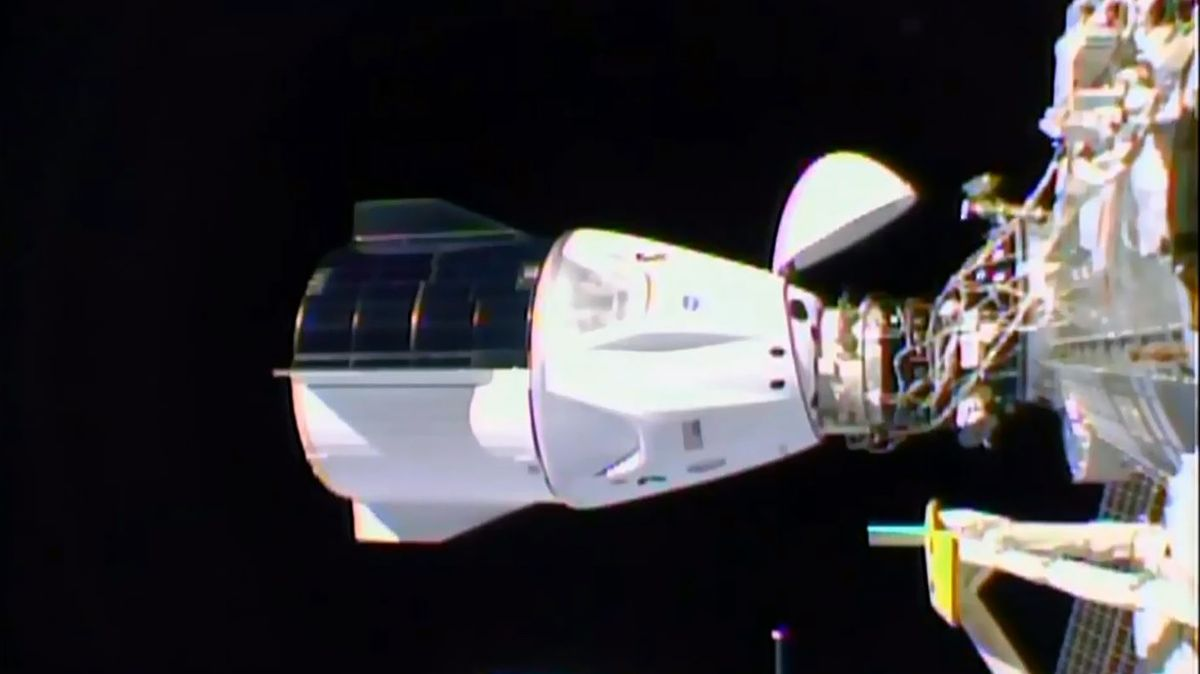 Jak SpaceX píše dějiny. Astronauti zCrew Dragon úspěšně dorazili na ISS