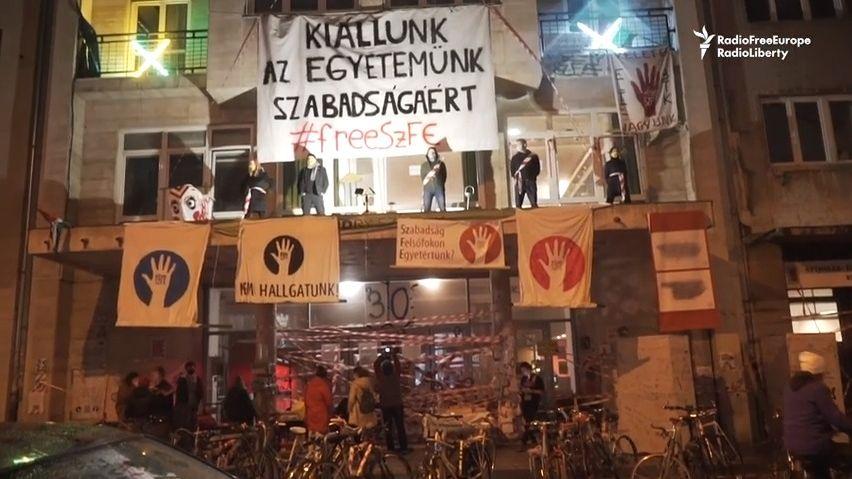 Cate Blanchettová či Helen Mirrenová píší Orbánovi, ať ukončí kulturní válku