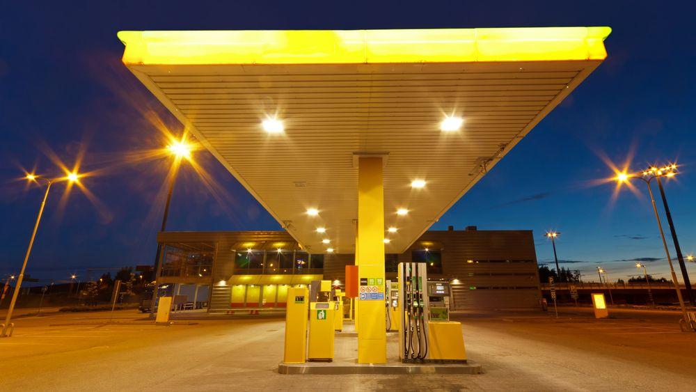 Lidé vzali benzinky útokem. Nedělní tržby trhají rekordy