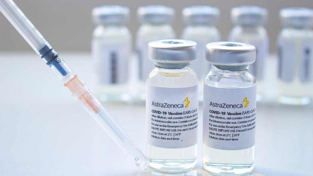 Závod ovakcínu se vrátil oněkolik kroků zpátky, firmy vylepšují látky