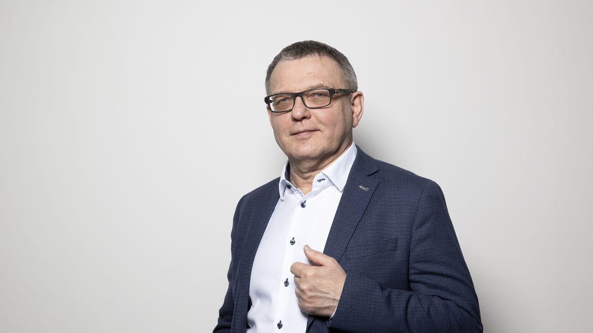 Ministr kultury Zaorálek havaroval na D1. Jeho vůz se srazil skamionem