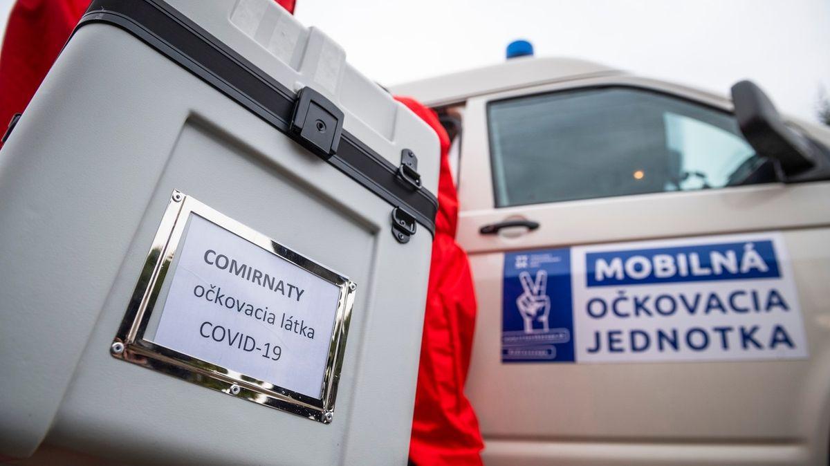 Slovensko přesouvá vakcíny na západ, chce zastavit očkovací turistiku