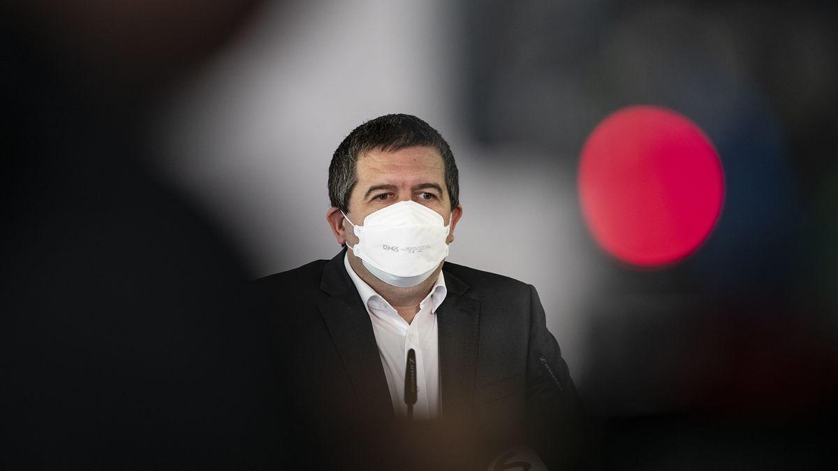 Fiala vyzval Hamáčka krezignaci. Opozice chce mluvit se šéfy tajných služeb
