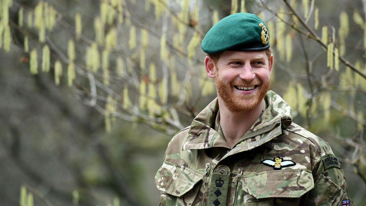 Pohřeb prince Philipa bude bez vojenských uniforem. Nejspíš kvůli Harrymu