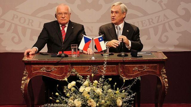 10let ode dne, kdy Václav Klaus nenápadně sebral pero a viděl to celý svět
