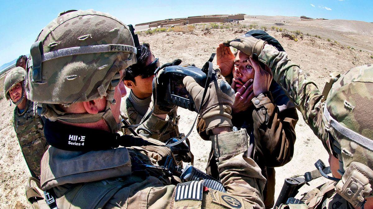 Tálibán se zmocnil vojenského zařízení USA sdaty ospolupracovnících