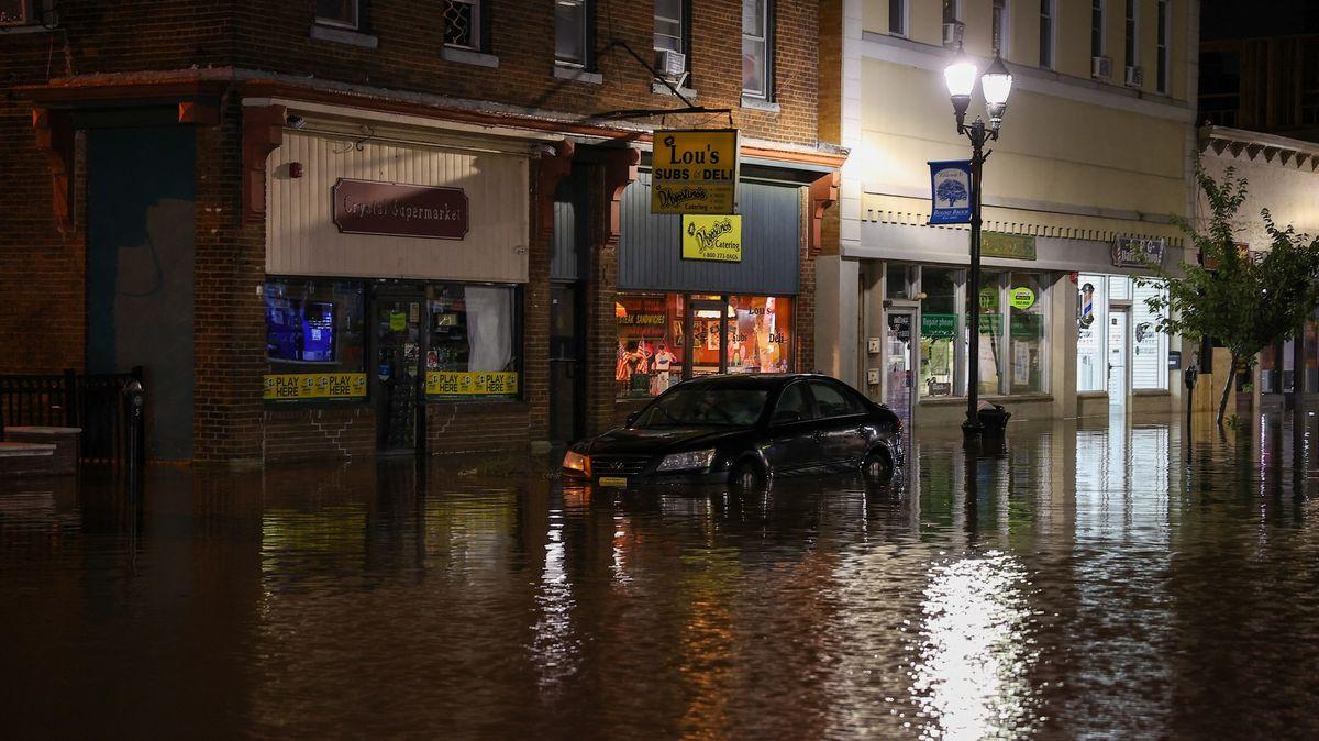 Desítky mrtvých po bleskových záplavách na severovýchodě USA
