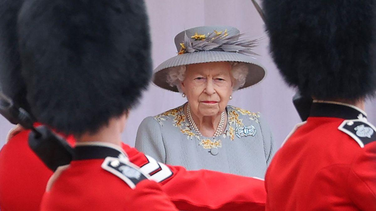 Tajné kódy a obavy oveřejnost. Unikl detailní plán dění po smrti Alžběty II.