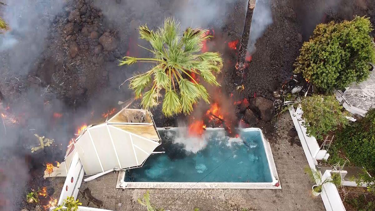 Sopečné erupce na španělském ostrově nabírají na síle. Veškeré lety zrušeny
