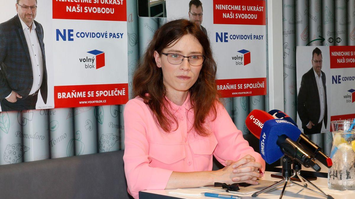 Lipovská končí vRadě ČT, před hlasováním museli vyvést Volného