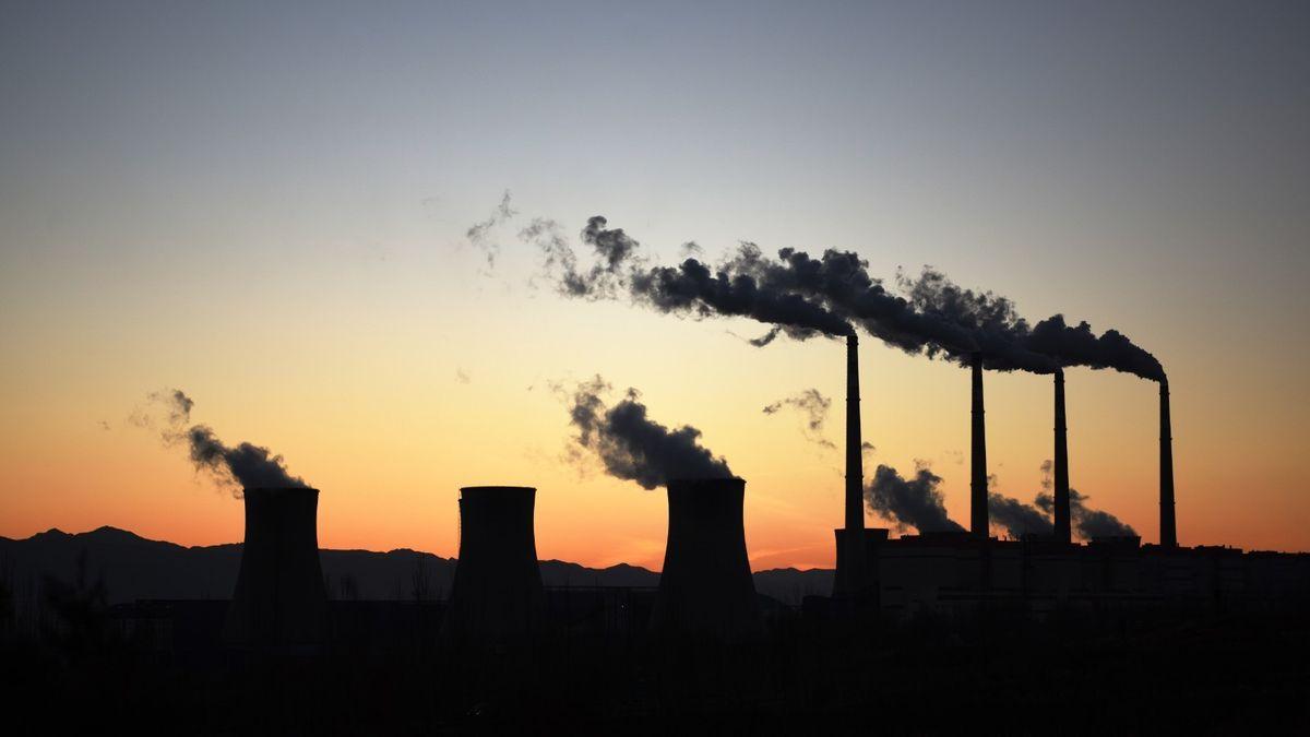 Bohatnout, nebo zachraňovat Zemi? Plán největšího znečišťovatele pokulhává