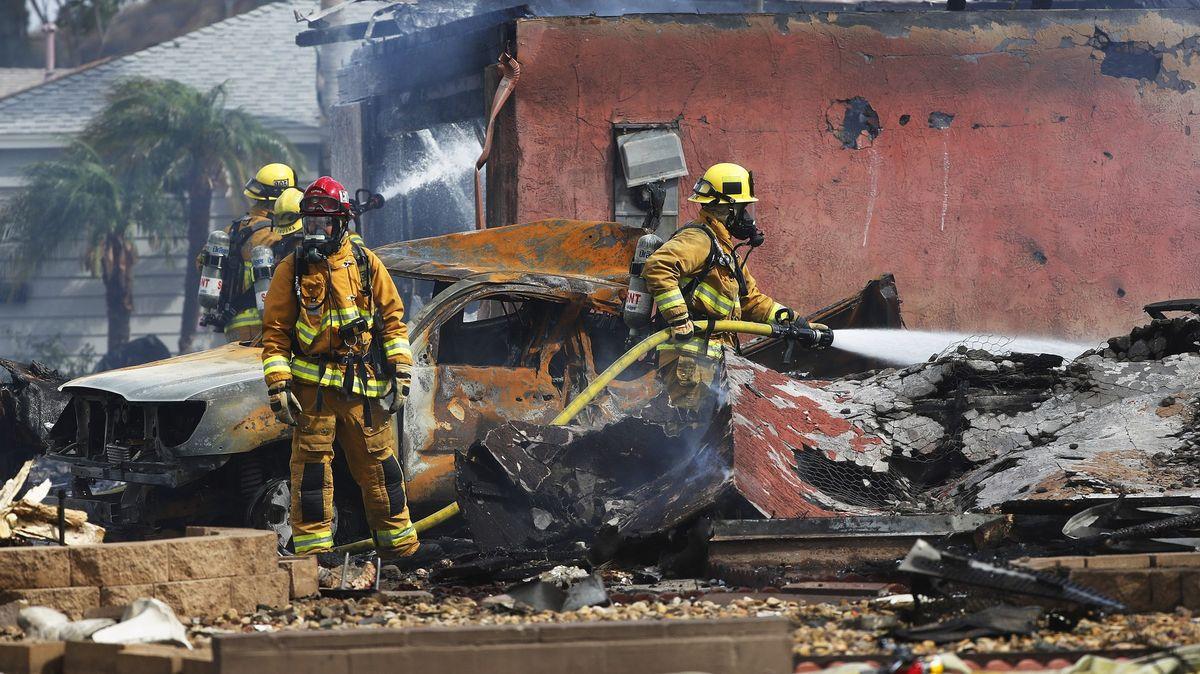 Letadlo se zřítilo do rezidenční čtvrti vKalifornii. Nejméně dva mrtví