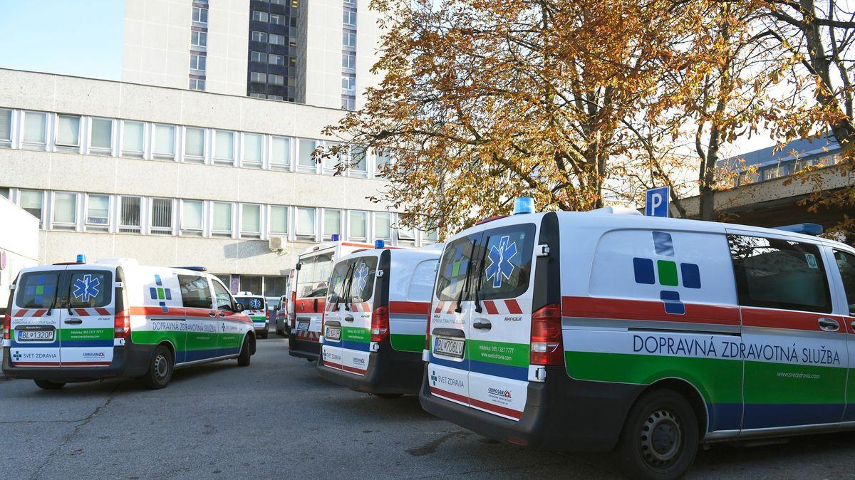 První regiony na Slovensku zavírají hospody. Nemocnice hlásí přes 1000pacientů