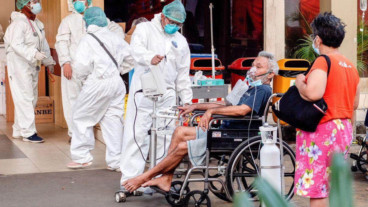 Na covid-19zemřelo až 180tisíc zdravotníků, tvrdí WHO