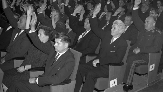 Fotky: Den, kdy se zČeskoslovenska stala socialistická republika
