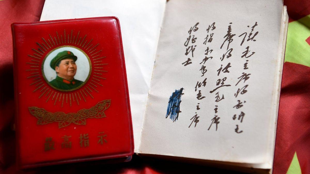 Šikana, vyhazov, veřejné zostuzení. Čínští učitelé zažívají hrůzy Maovy éry