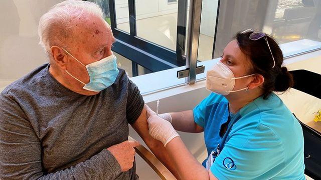 Registrace na očkování se otevře, až dostanou vakcínu nejstarší senioři