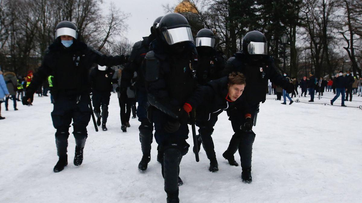 Účet za divoký den vRusku: 3000zatčených a plán na další protest