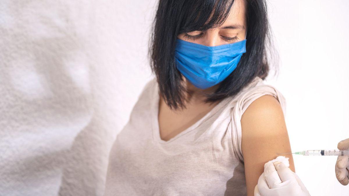 Únava a horečka po očkování? Je to dobré znamení, říká odborník