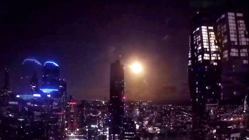 Video: Během městské karantény se nad Melbourne rozzářil meteor