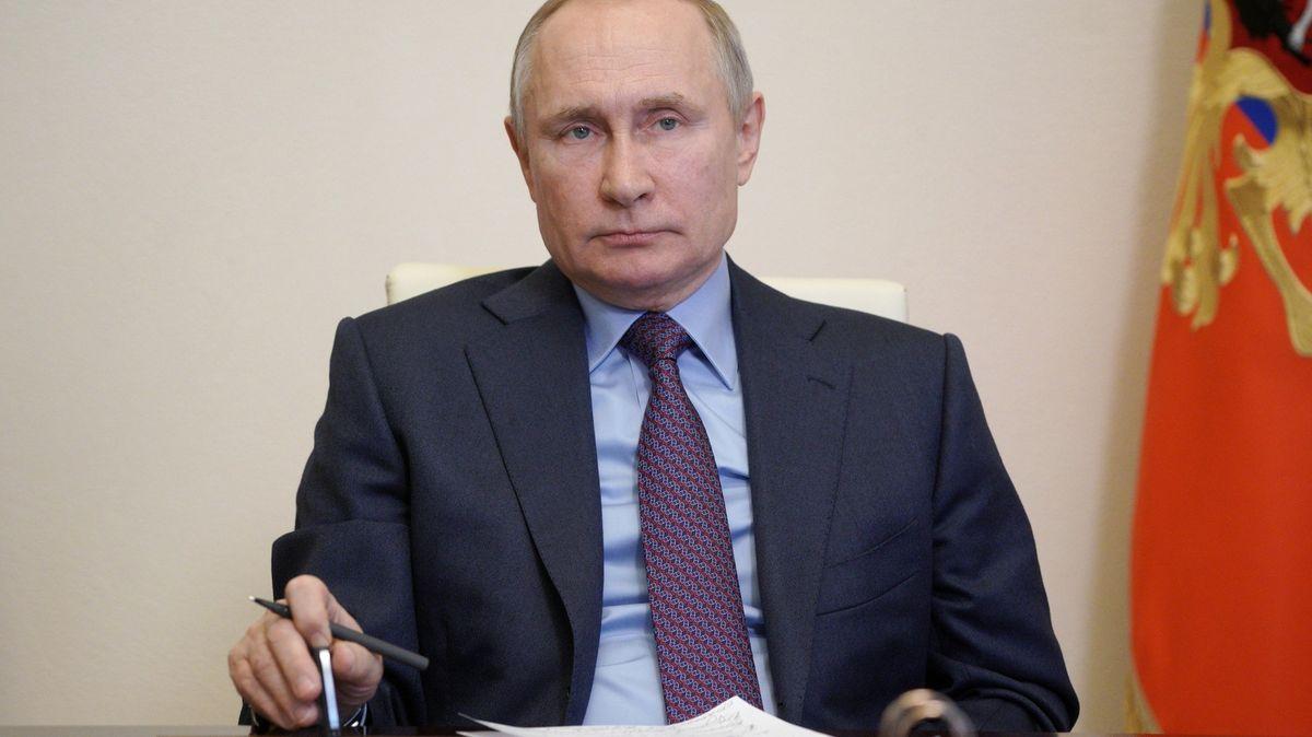"""Putin se naočkuje vsoukromí a neznámo čím. Nechce si """"hrát na opičku"""""""
