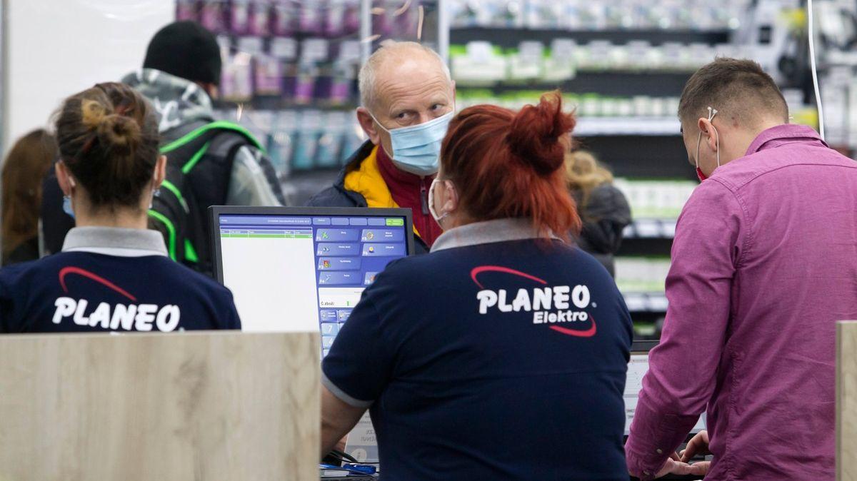 Křetínský sPPF jsou blízko ke koupi majitele řetězce Planeo Elektro
