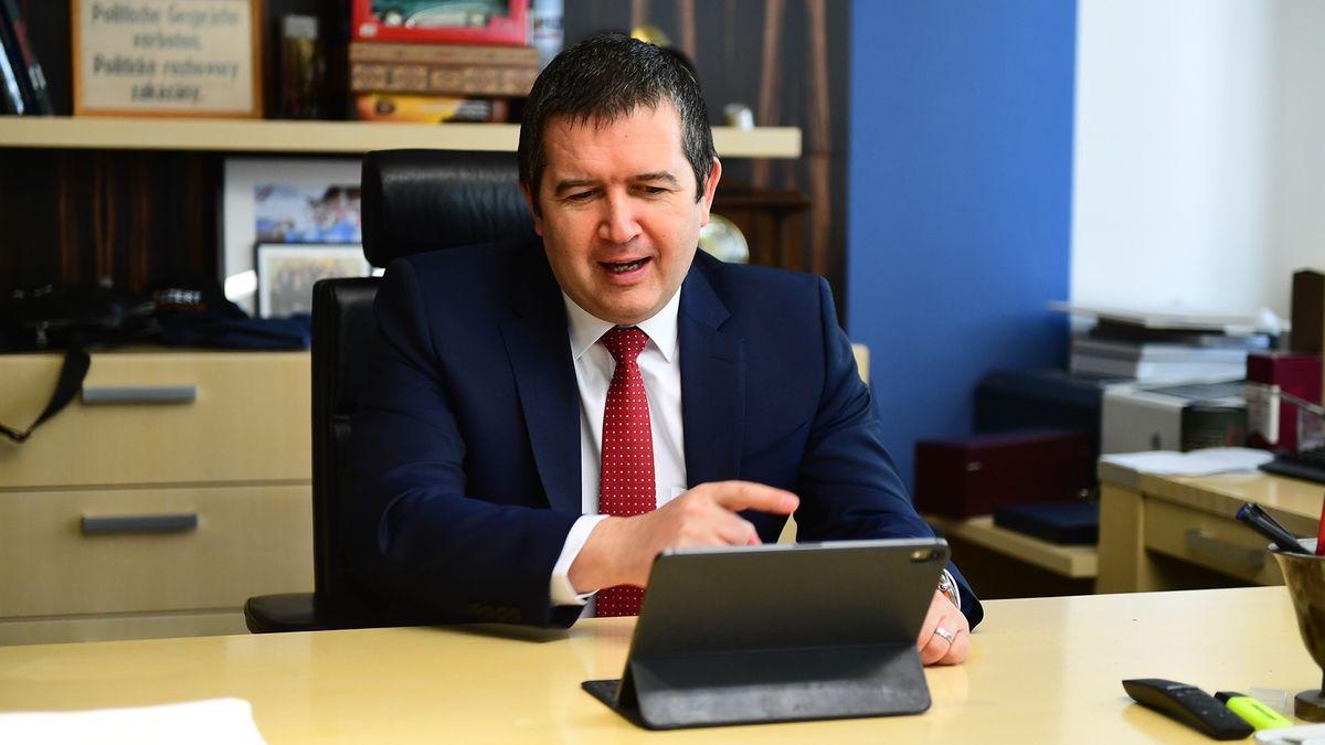 Komentář: Volební účet si vyzvedne Hamáček. Je to fér