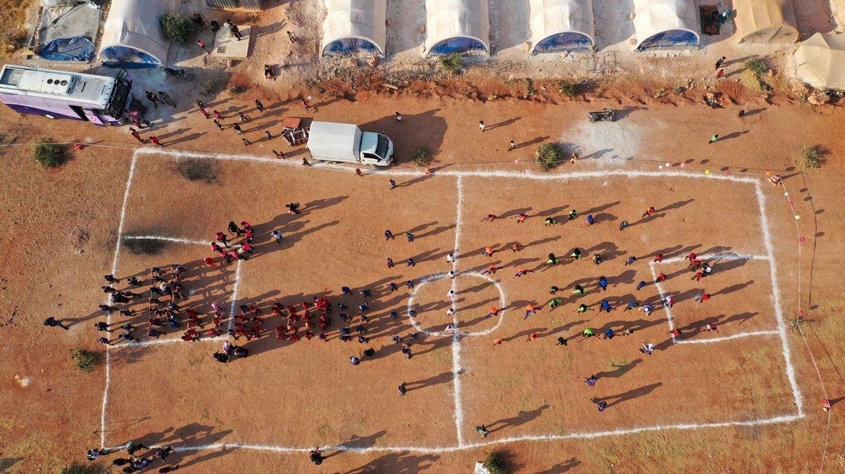 Fotky: Syrské děti zuprchlických táborů si uspořádaly vlastní olympiádu