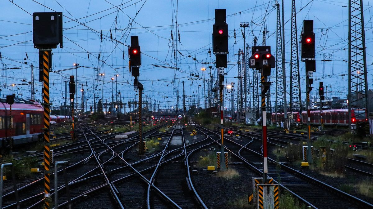 Německé vlaky stojí. Kvůli stávce se sproblémy potýkají miliony lidí