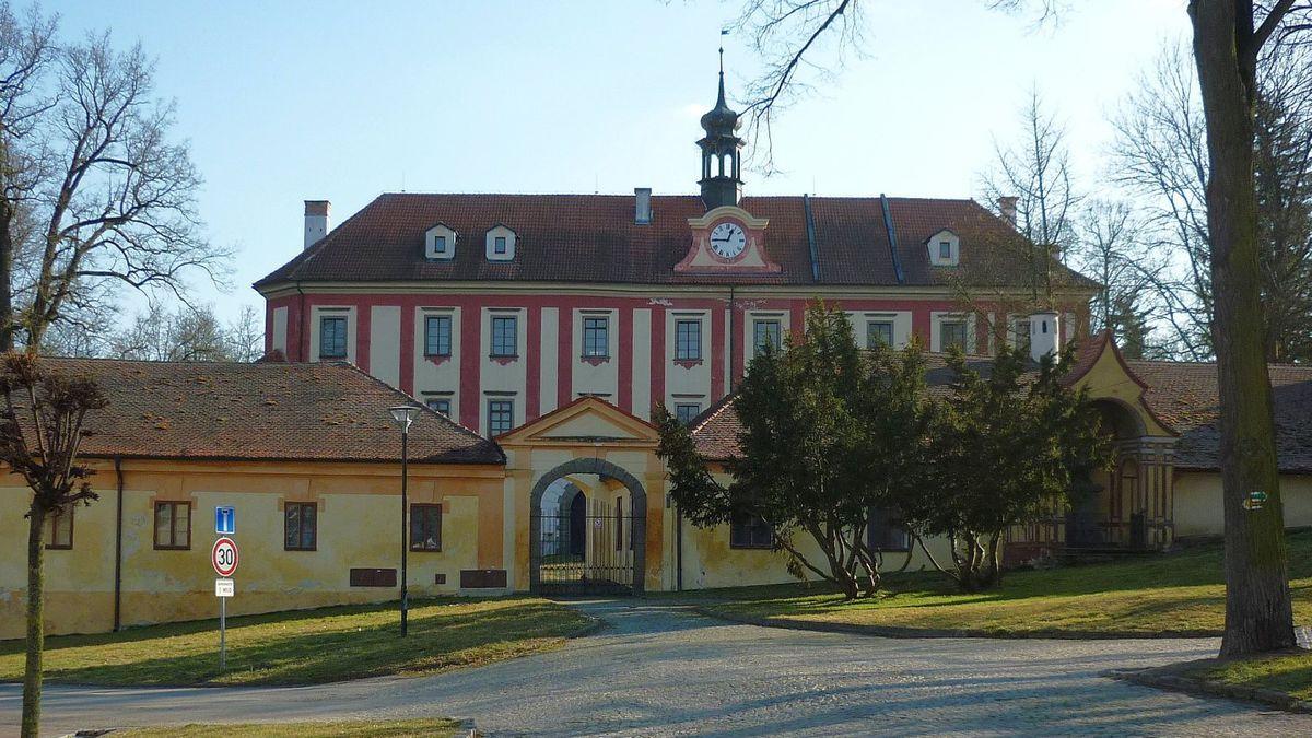 Malajský královský fond koupil zámek Protivín, který patřil Karlu IV.
